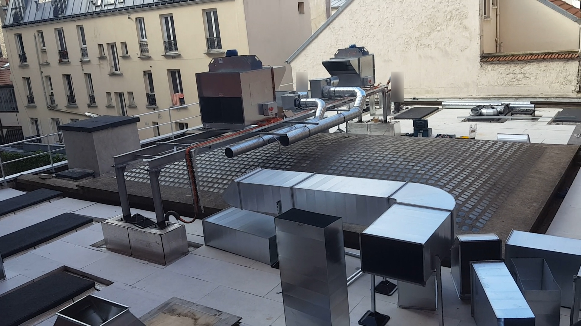 Travaux sur le toit-terrasse le 20 juillet 2020